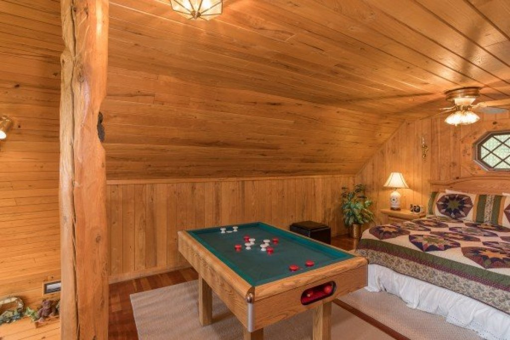 Photo of a Sevierville Cabin named R & R Hideaway - This is the seventeenth photo in the set.