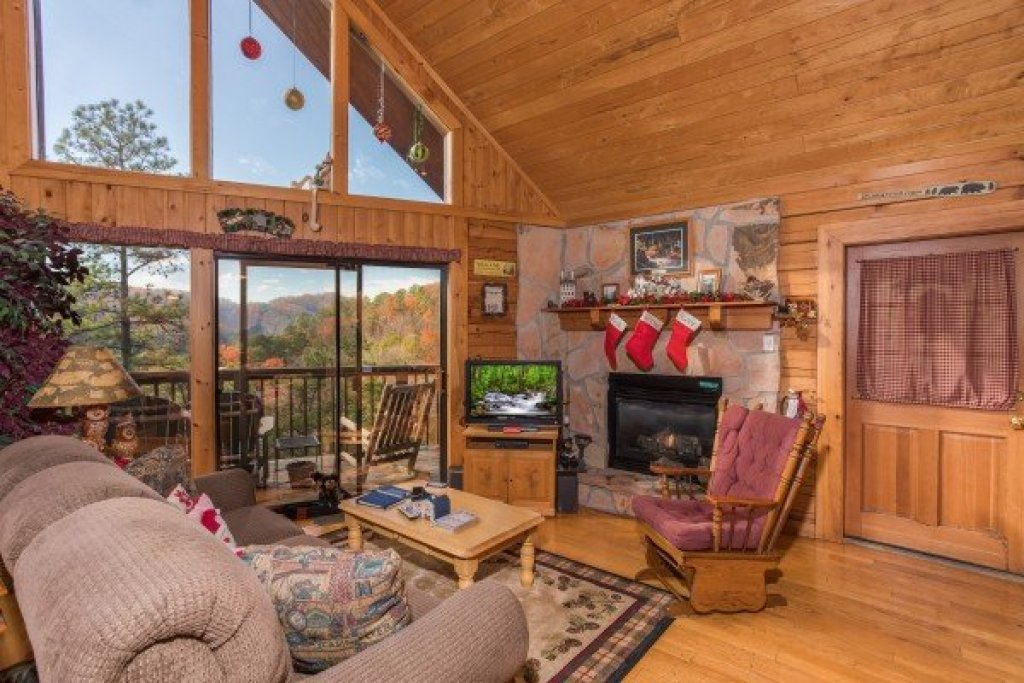Photo of a Sevierville Cabin named R & R Hideaway - This is the fourth photo in the set.