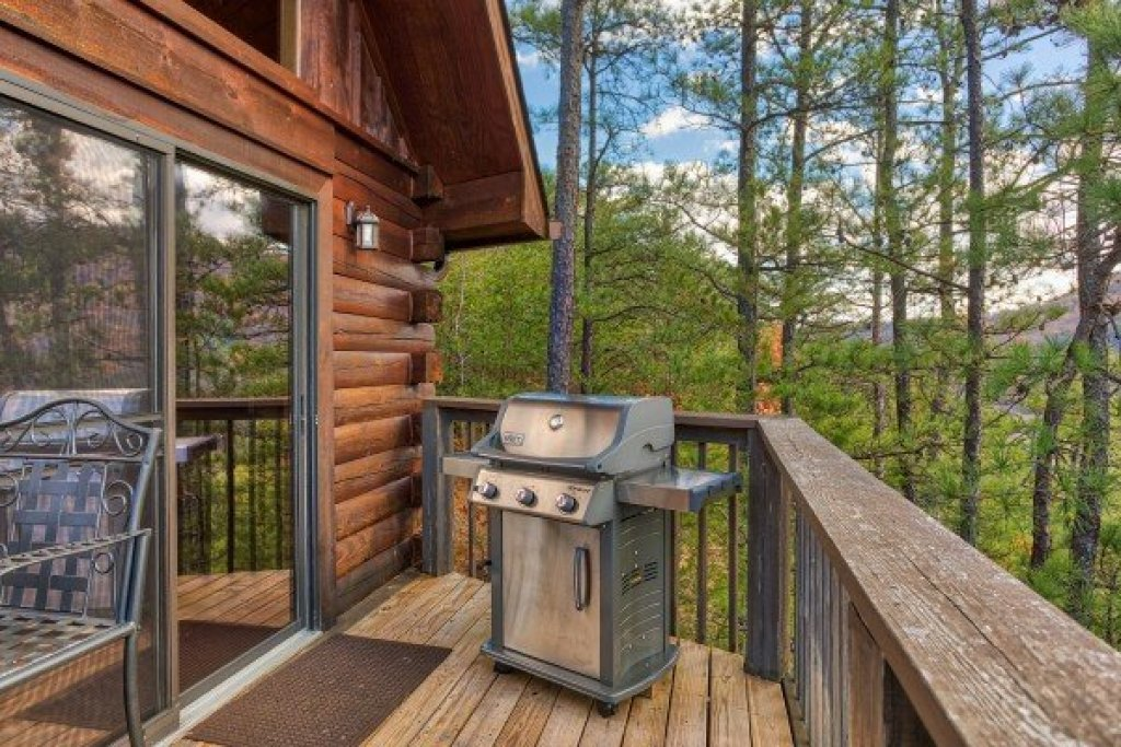 Photo of a Sevierville Cabin named R & R Hideaway - This is the ninth photo in the set.