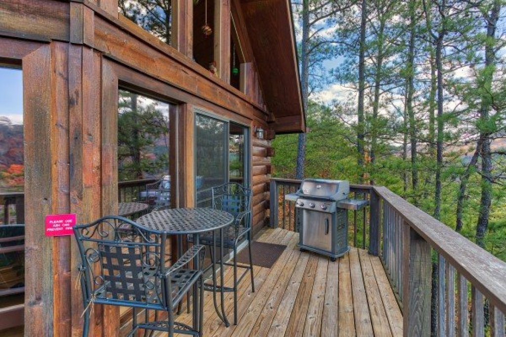 Photo of a Sevierville Cabin named R & R Hideaway - This is the eighth photo in the set.