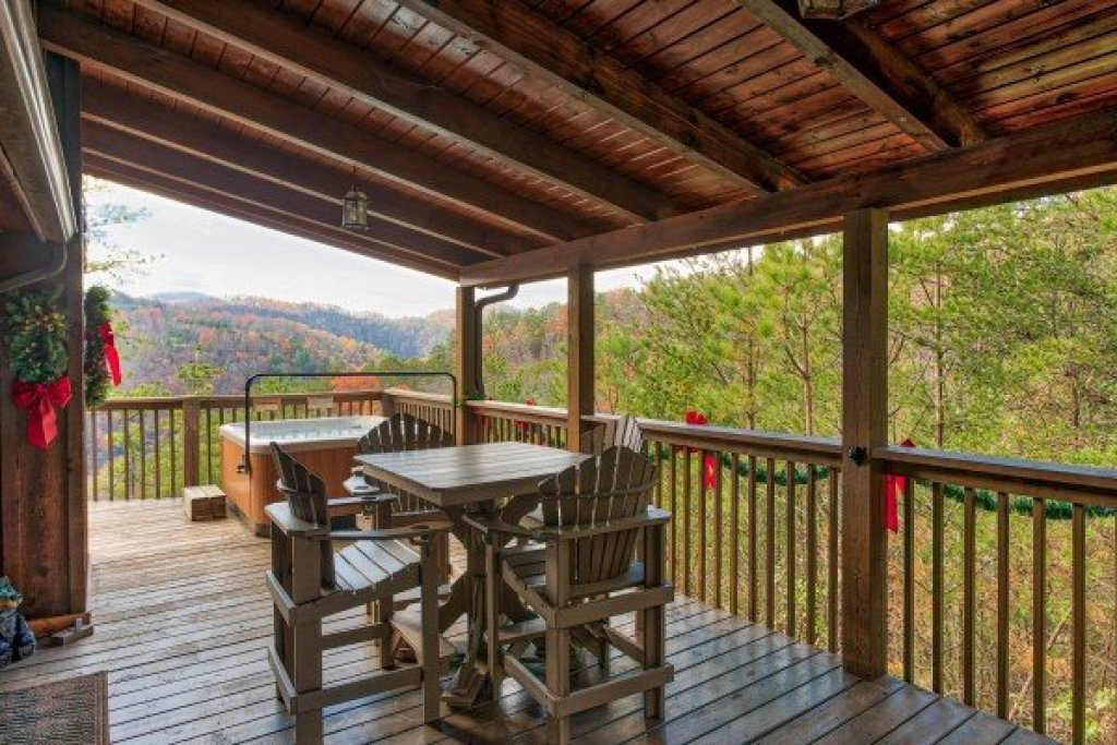 Photo of a Sevierville Cabin named R & R Hideaway - This is the seventh photo in the set.