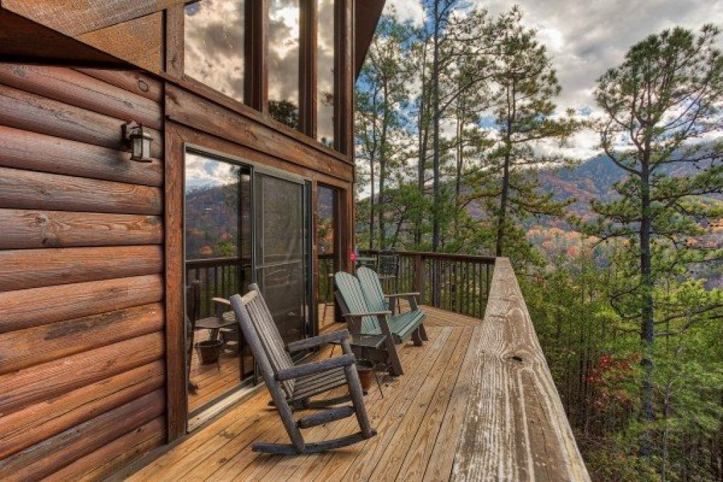 Photo of a Sevierville Cabin named R & R Hideaway - This is the fourteenth photo in the set.