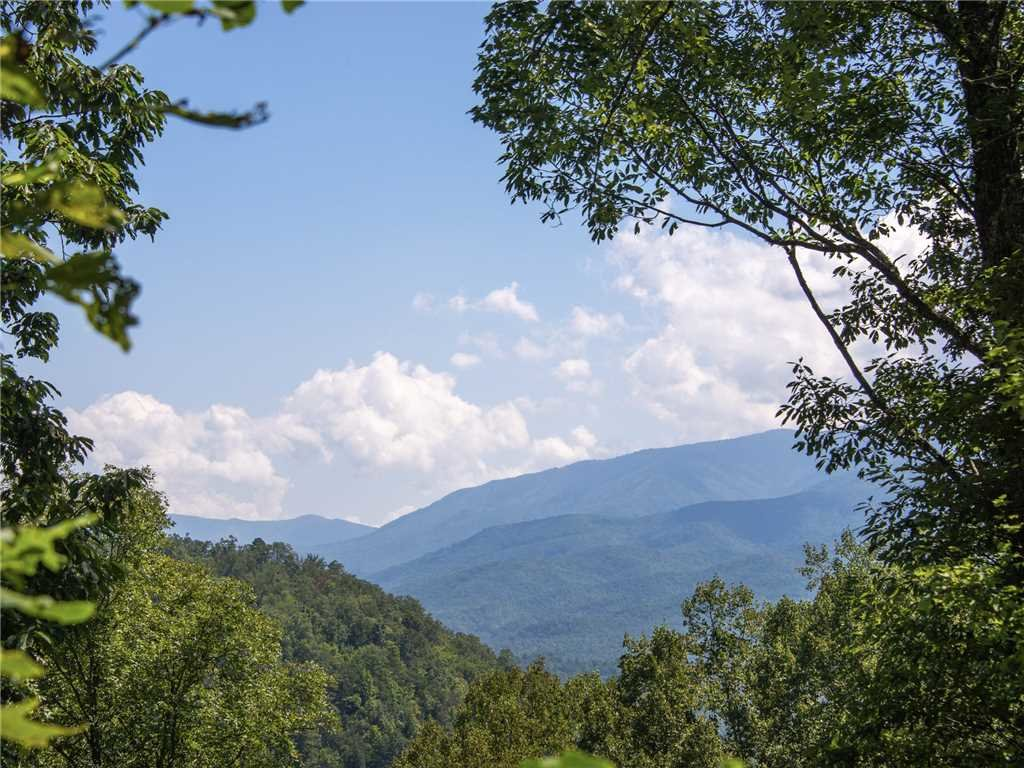 Photo of a Sevierville Cabin named Riversound Romance - This is the thirty-first photo in the set.