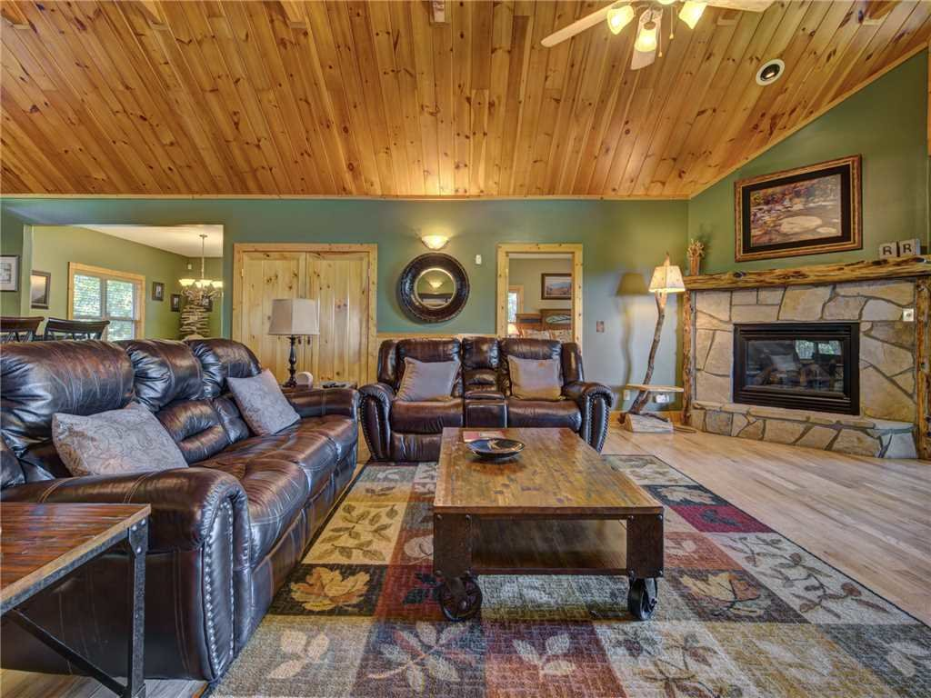 Photo of a Sevierville Cabin named Riversound Romance - This is the fourth photo in the set.