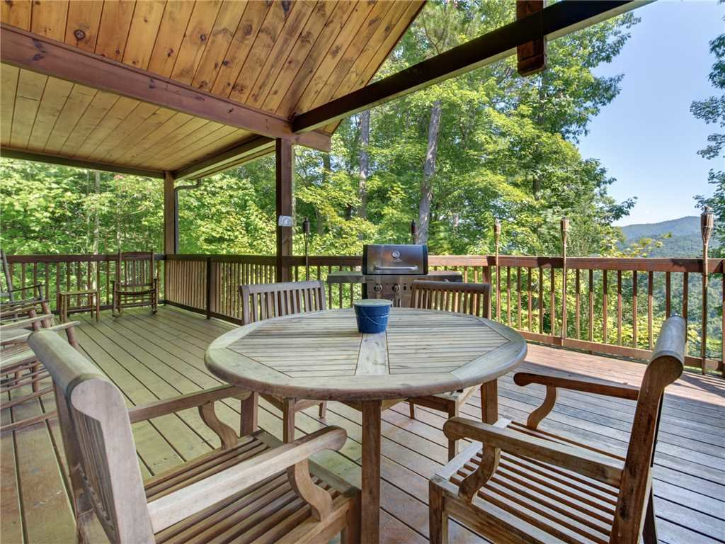 Photo of a Sevierville Cabin named Riversound Romance - This is the twenty-sixth photo in the set.