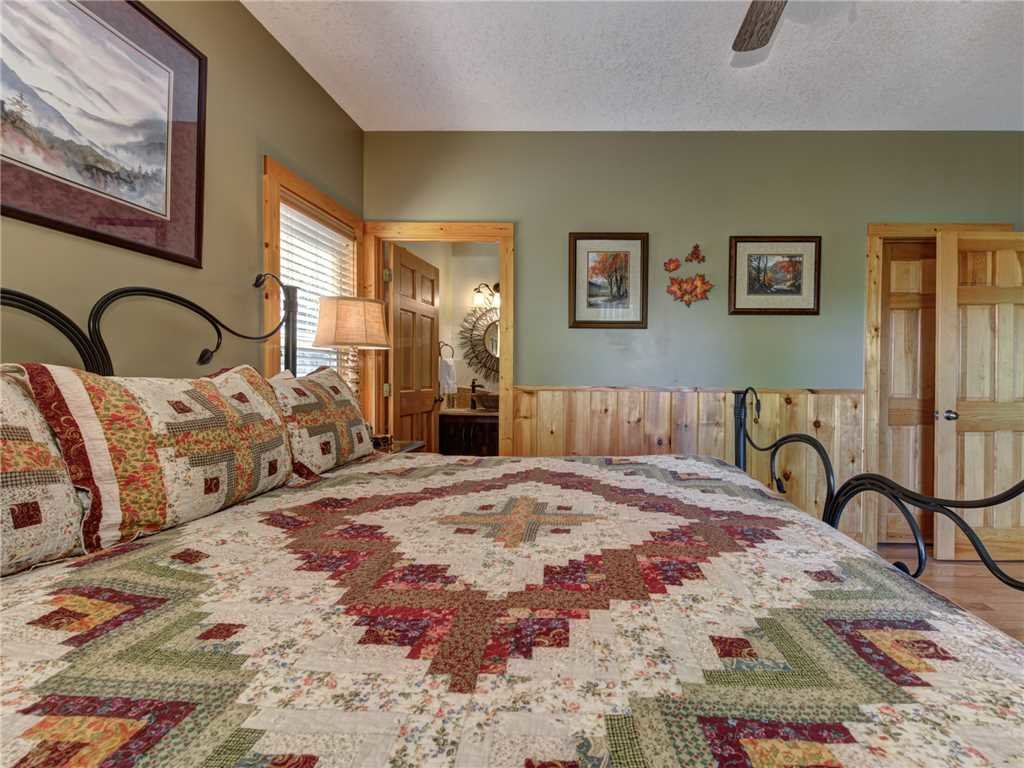 Photo of a Sevierville Cabin named Riversound Romance - This is the nineteenth photo in the set.