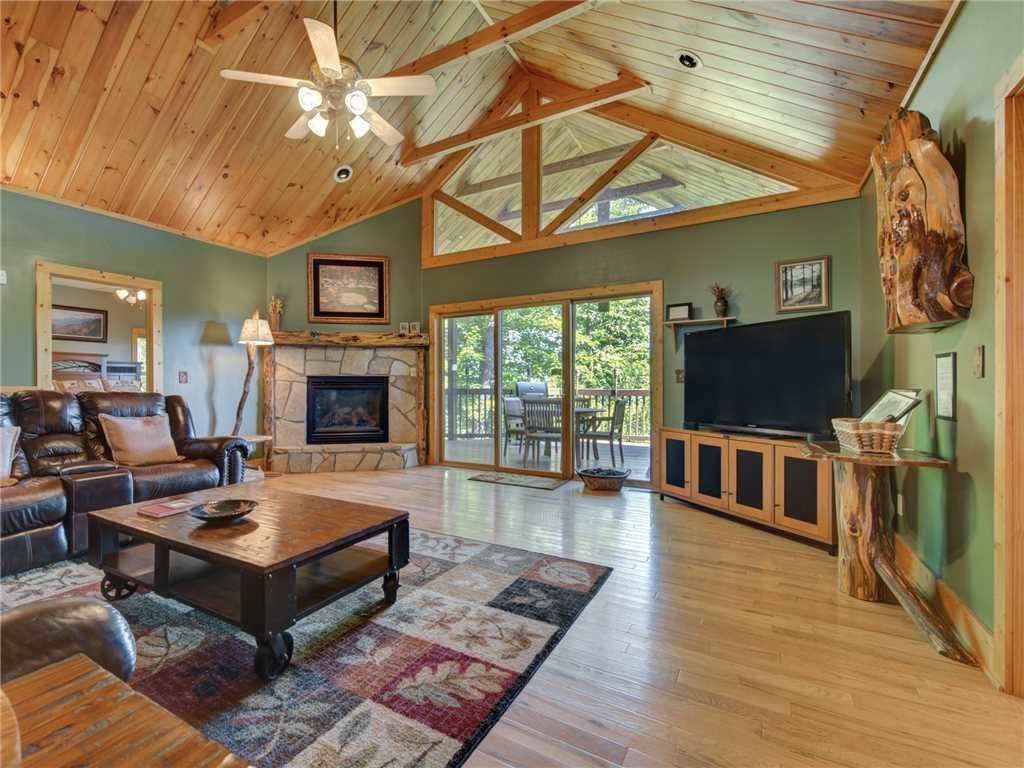 Photo of a Sevierville Cabin named Riversound Romance - This is the third photo in the set.