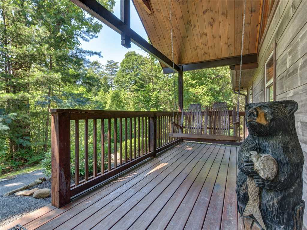Photo of a Sevierville Cabin named Riversound Romance - This is the twenty-fourth photo in the set.