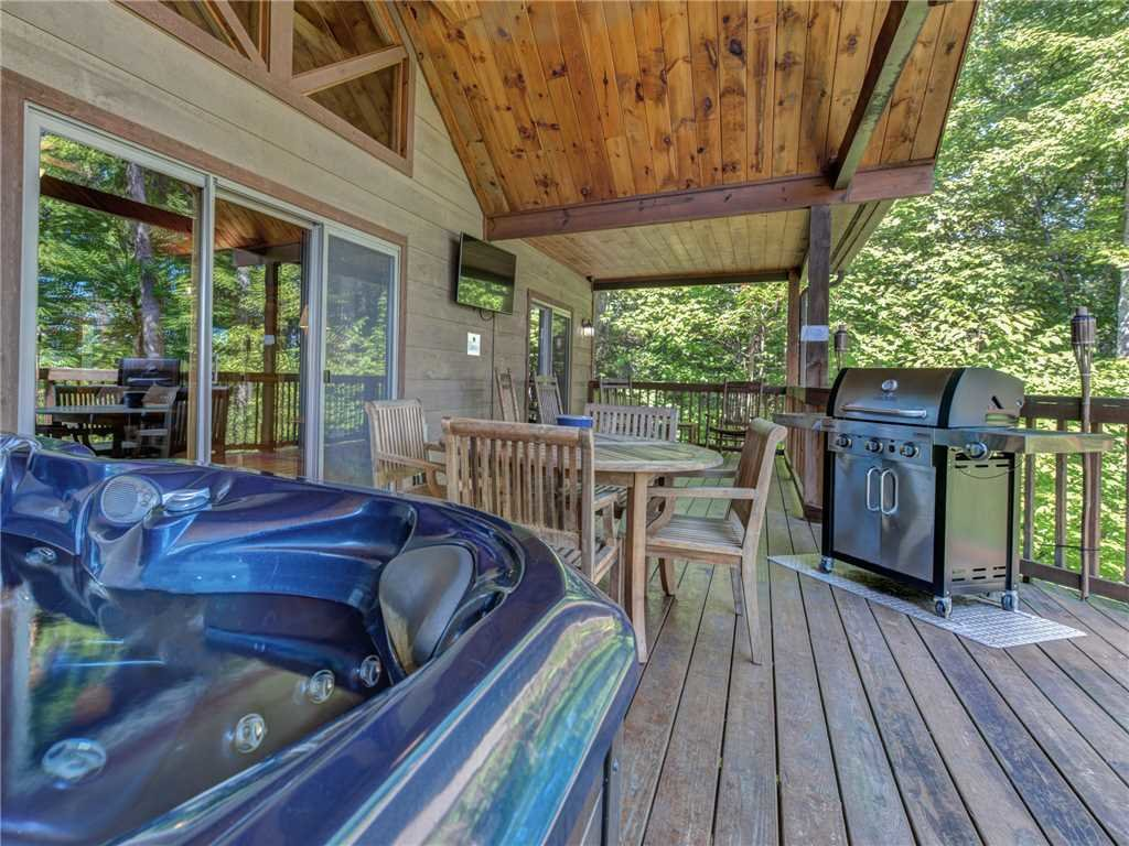 Photo of a Sevierville Cabin named Riversound Romance - This is the second photo in the set.