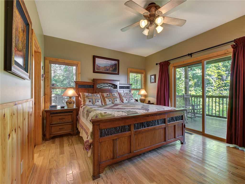 Photo of a Sevierville Cabin named Riversound Romance - This is the twelfth photo in the set.