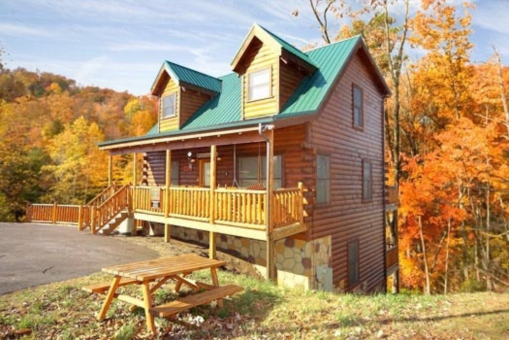 Photo of a Gatlinburg Cabin named Bullwinkle's Place - This is the first photo in the set.