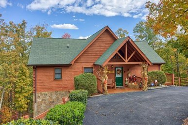 4 Bedroom, 3 Bath Luxury Cabin For 12 With Two King Master Suites & A Hot Tub.