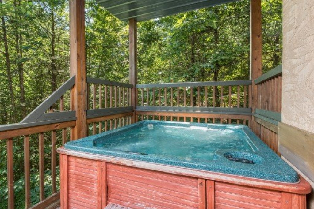 Photo of a Pigeon Forge Cabin named Stones Throw - This is the ninth photo in the set.