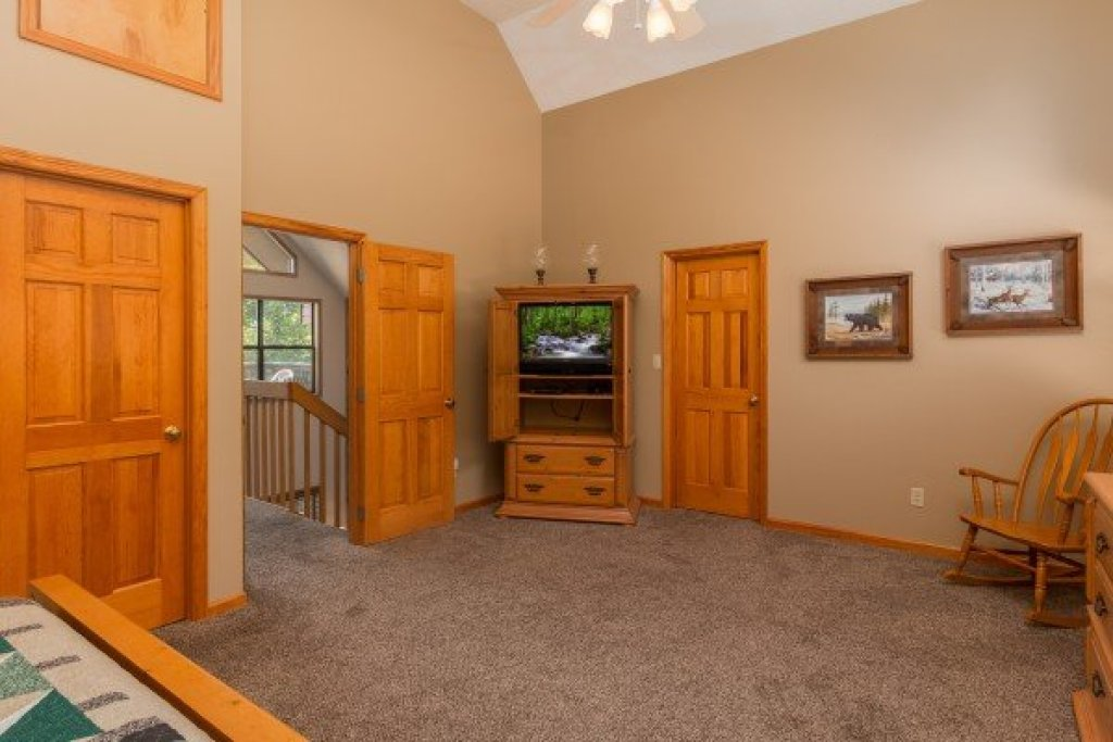 Photo of a Pigeon Forge Cabin named Stones Throw - This is the sixteenth photo in the set.
