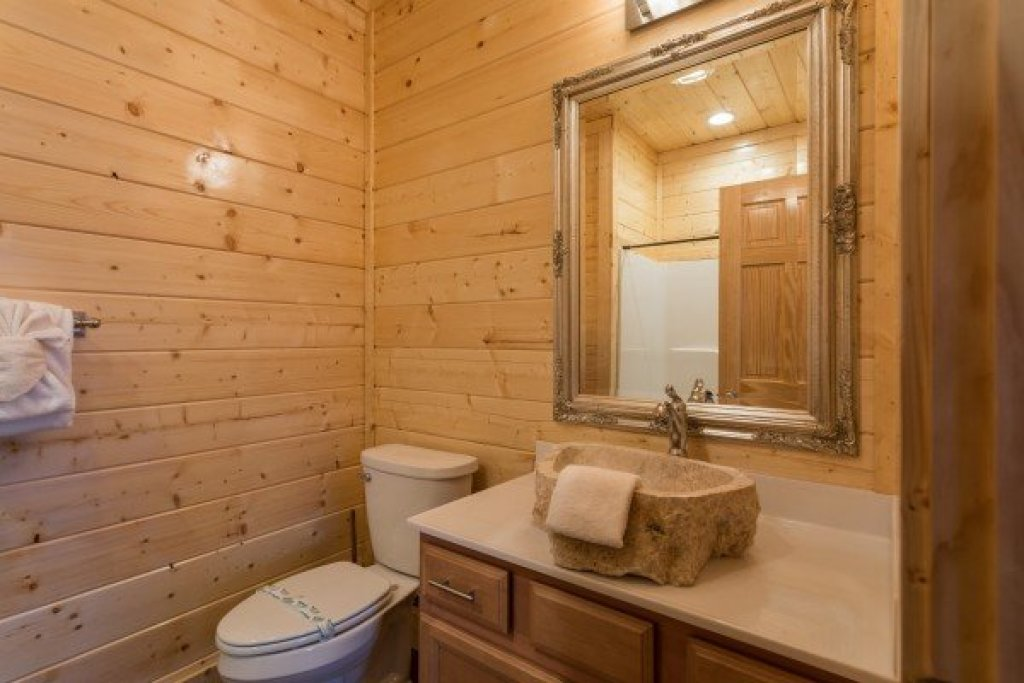 Photo of a Gatlinburg Cabin named Splash Mountain Lodge - This is the twelfth photo in the set.