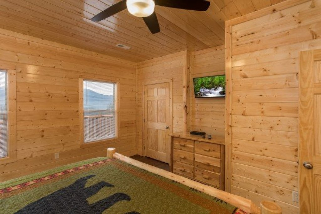 Photo of a Gatlinburg Cabin named Splash Mountain Lodge - This is the fourteenth photo in the set.