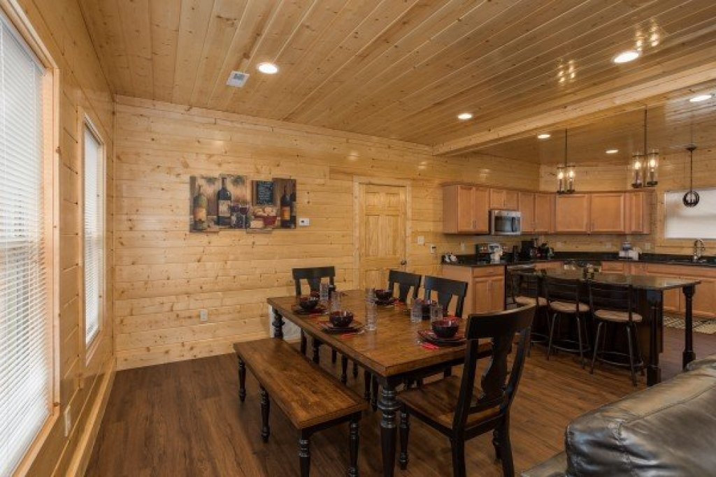 Photo of a Gatlinburg Cabin named Splash Mountain Lodge - This is the fourth photo in the set.
