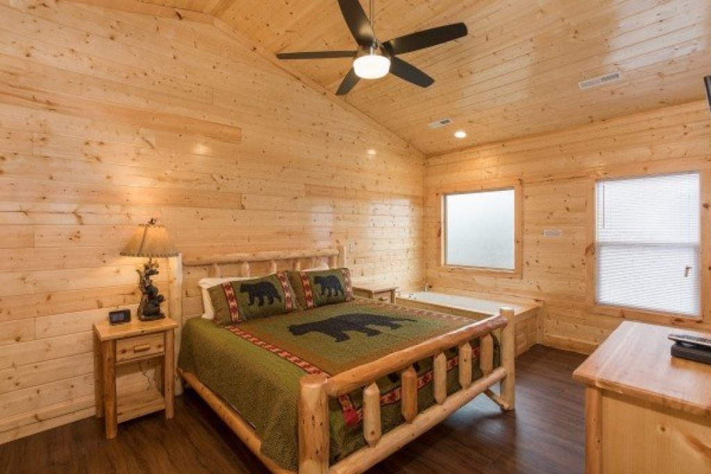 Photo of a Gatlinburg Cabin named Splash Mountain Lodge - This is the twentieth photo in the set.