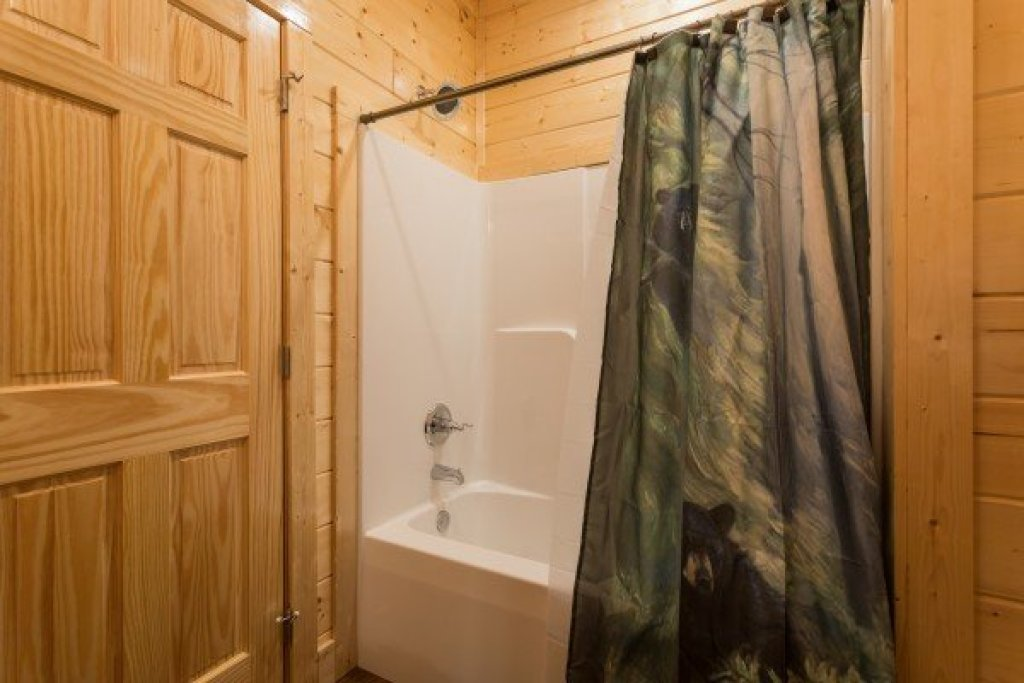 Photo of a Gatlinburg Cabin named Splash Mountain Lodge - This is the thirty-seventh photo in the set.