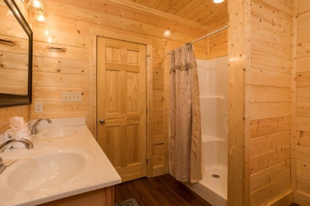Photo of a Gatlinburg Cabin named Splash Mountain Lodge - This is the sixteenth photo in the set.