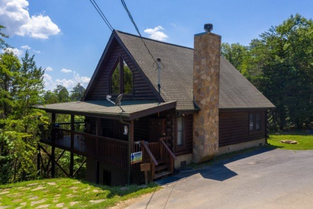 Photo of a Sevierville Cabin named Top Of The Way - This is the third photo in the set.