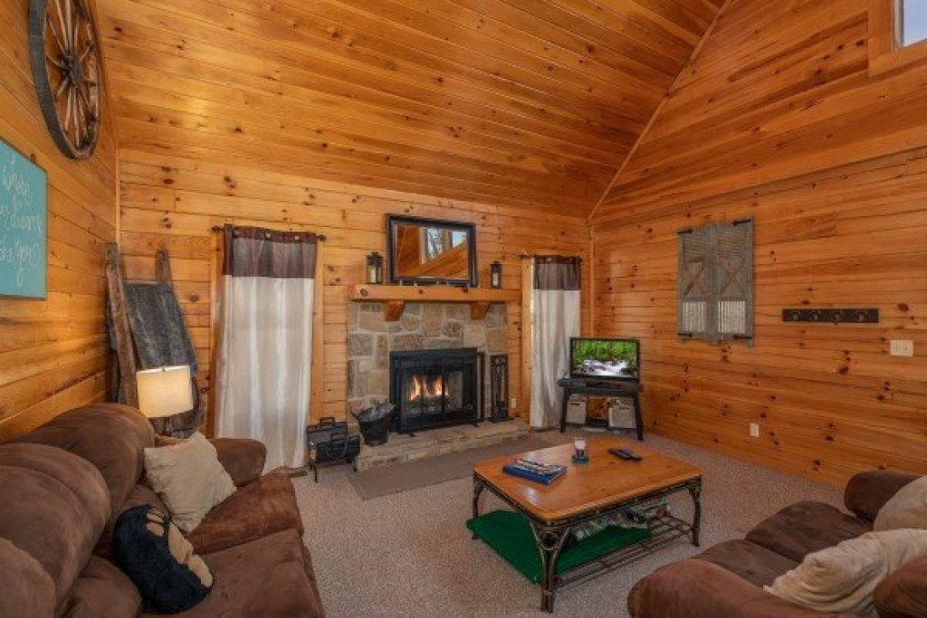 Photo of a Sevierville Cabin named Top Of The Way - This is the fifth photo in the set.