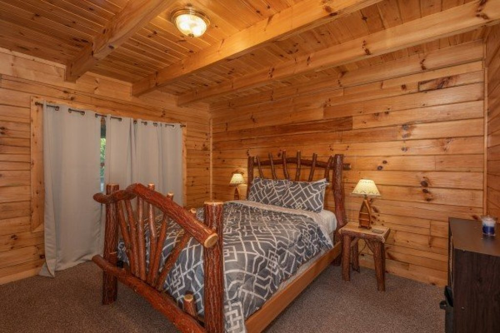 Photo of a Sevierville Cabin named Top Of The Way - This is the twelfth photo in the set.