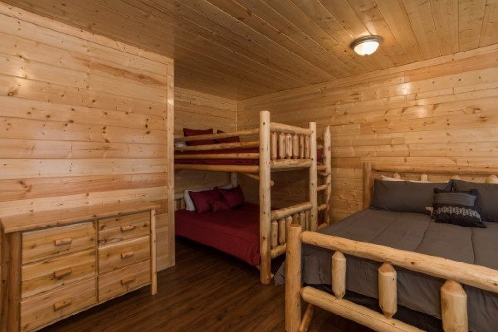 Photo of a Gatlinburg Cabin named Splash Mountain Lodge - This is the thirty-fourth photo in the set.