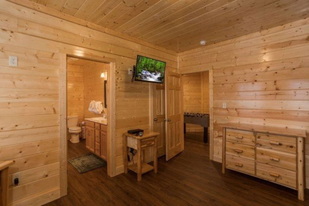 Photo of a Gatlinburg Cabin named Splash Mountain Lodge - This is the thirty-sixth photo in the set.