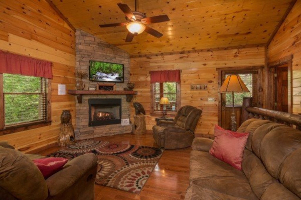 Photo of a Sevierville Cabin named Tennessee Treasure - This is the second photo in the set.