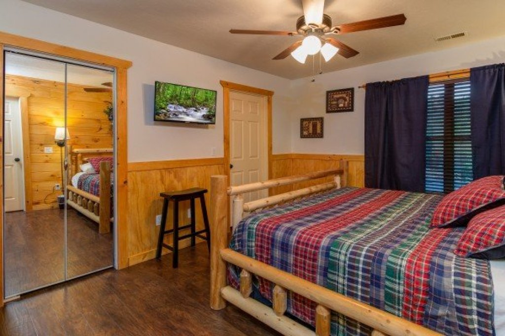 Photo of a Pigeon Forge Cabin named The Settlement - This is the twenty-first photo in the set.