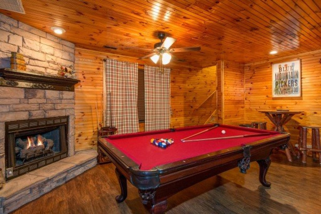 Photo of a Pigeon Forge Cabin named The Settlement - This is the twelfth photo in the set.