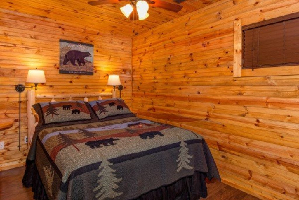 Photo of a Pigeon Forge Cabin named The Settlement - This is the fourteenth photo in the set.