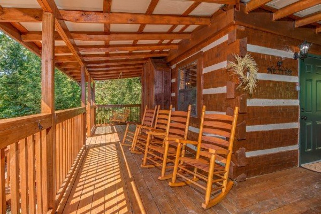 Photo of a Pigeon Forge Cabin named The Settlement - This is the twenty-ninth photo in the set.