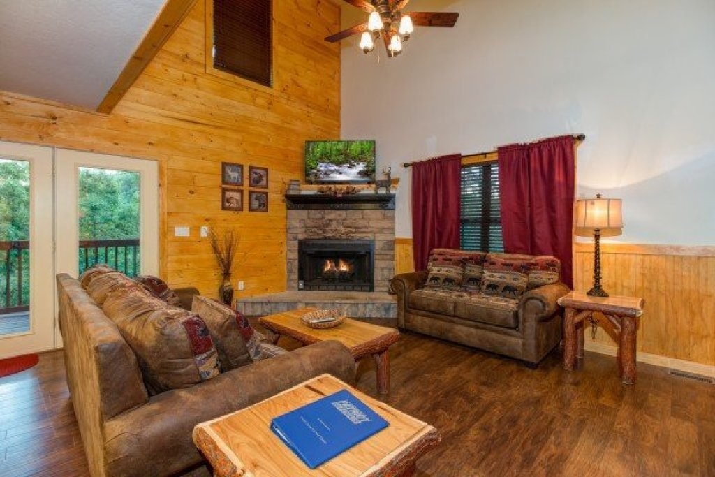 Photo of a Pigeon Forge Cabin named The Settlement - This is the thirty-first photo in the set.