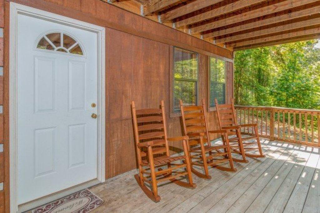Photo of a Pigeon Forge Cabin named The Settlement - This is the fifty-seventh photo in the set.
