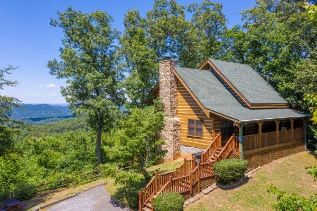 Photo of a Gatlinburg Cabin named Eagles View Lodge - This is the second photo in the set.