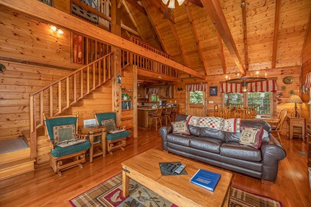Photo of a Gatlinburg Cabin named Eagles View Lodge - This is the fifth photo in the set.