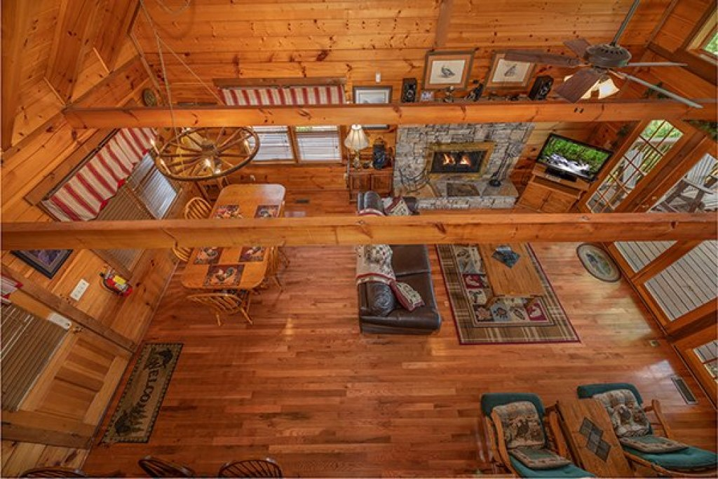Photo of a Gatlinburg Cabin named Eagles View Lodge - This is the sixth photo in the set.