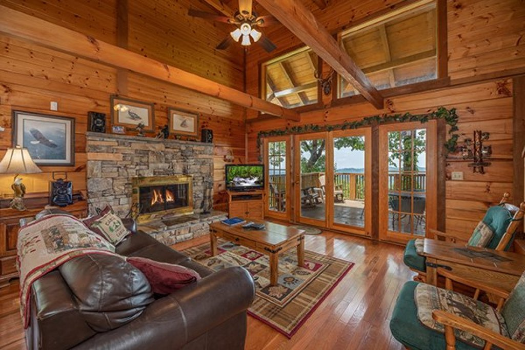 Photo of a Gatlinburg Cabin named Eagles View Lodge - This is the fourth photo in the set.