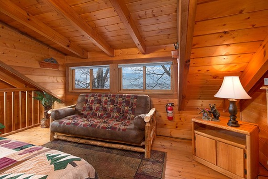 Photo of a Gatlinburg Cabin named Eagles View Lodge - This is the twenty-fourth photo in the set.