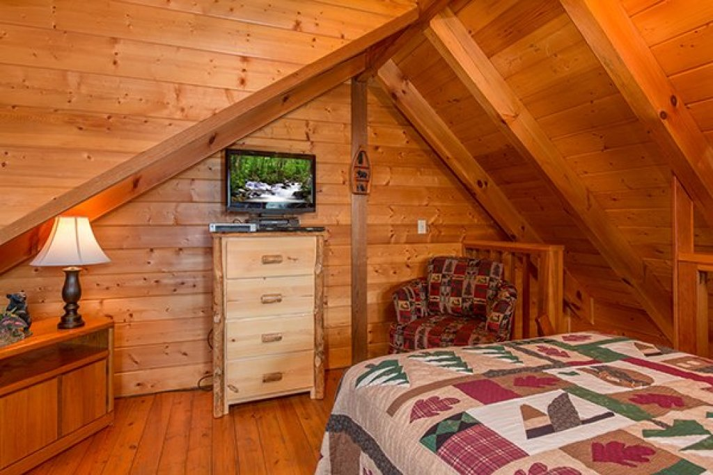 Photo of a Gatlinburg Cabin named Eagles View Lodge - This is the twenty-fifth photo in the set.
