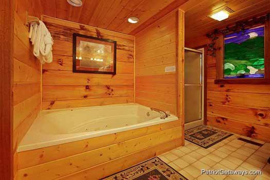 Photo of a Gatlinburg Cabin named Eagles View Lodge - This is the thirteenth photo in the set.