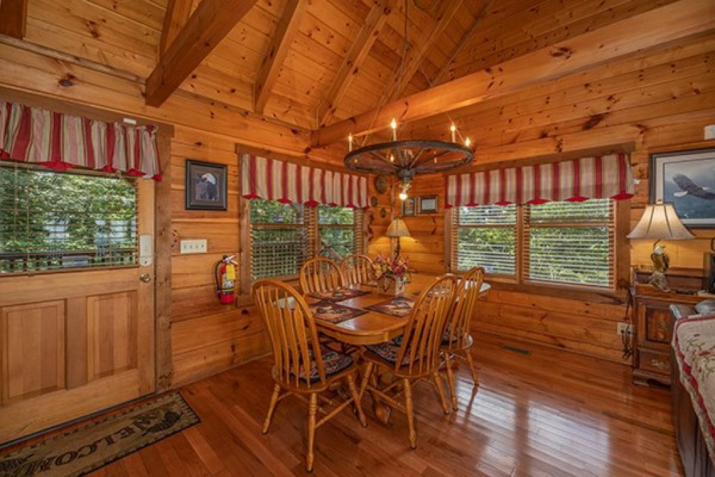 Photo of a Gatlinburg Cabin named Eagles View Lodge - This is the seventh photo in the set.