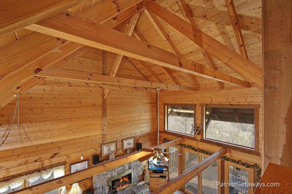 Photo of a Gatlinburg Cabin named Eagles View Lodge - This is the fourteenth photo in the set.