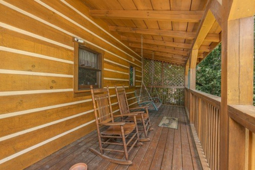 Photo of a Gatlinburg Cabin named Eagles View Lodge - This is the forty-first photo in the set.