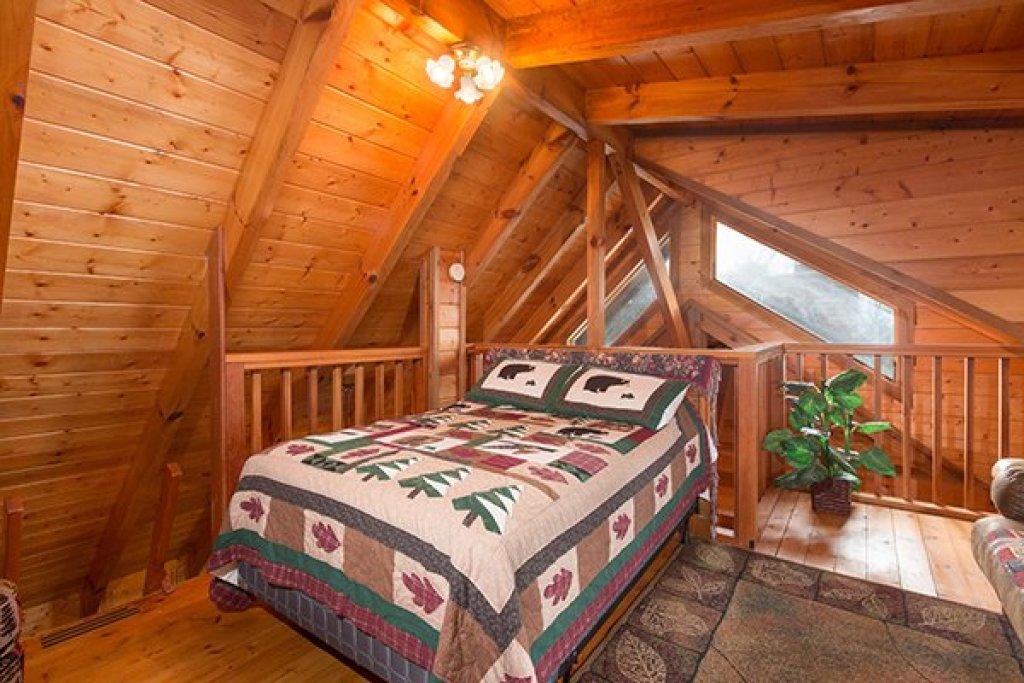 Photo of a Gatlinburg Cabin named Eagles View Lodge - This is the twenty-third photo in the set.