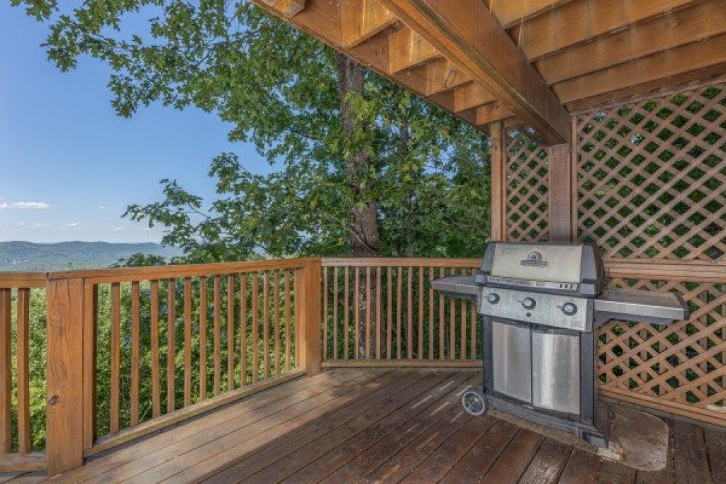 Photo of a Gatlinburg Cabin named Eagles View Lodge - This is the twenty-ninth photo in the set.