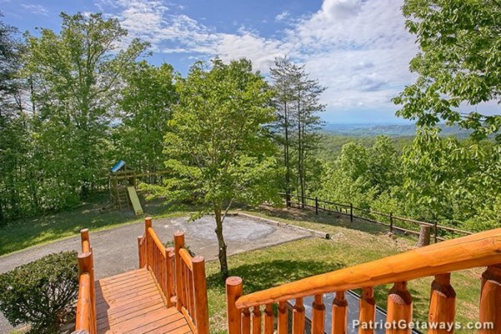 Photo of a Gatlinburg Cabin named Eagles View Lodge - This is the fortieth photo in the set.