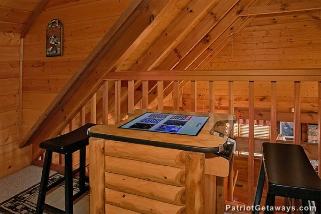Photo of a Gatlinburg Cabin named Eagles View Lodge - This is the twenty-second photo in the set.